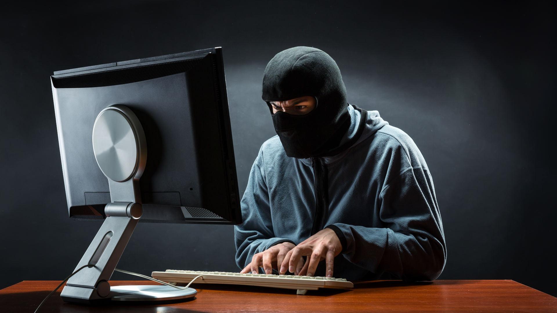 cyberprzestępcy oszuści wyłudzili od emerytów 150 tys zł na inwestycję w kryptowaluty